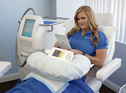 woman having Coolsculpting procedure